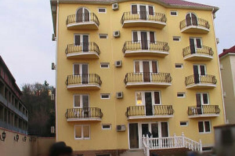 """Отель """"Престиж"""", улица Лазарева, 106А на 4 комнаты - Фотография 1"""