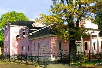 Отель Четыре короны, улица Лиры Никольской, 7 на 12 номеров - Фотография 1