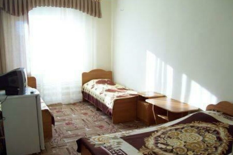 Гостевой дом Ташир, Пионерский проспект, 36В на 5 комнат - Фотография 3