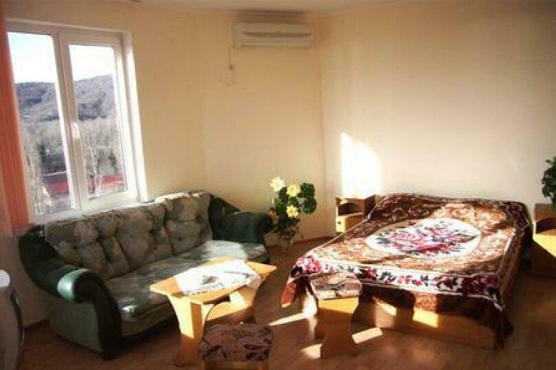 Двухкомнатный люкс, м-р Восточный, 12, Лермонтово - Фотография 1
