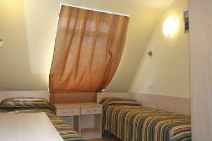 Standart Room Single (no WC), Большая Конюшенная улица, 17, метро Невский пр., Санкт-Петербург - Фотография 1