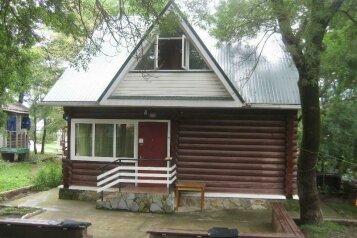 Благоустроенный бревенчатый дом, 57 кв.м. на 8 человек, Пограничная улица, Геленджик - Фотография 1