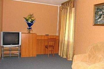 Люкс:  Номер, Люкс, 4-местный, 2-комнатный, База отдыха, Сосновка, 1 на 10 номеров - Фотография 4