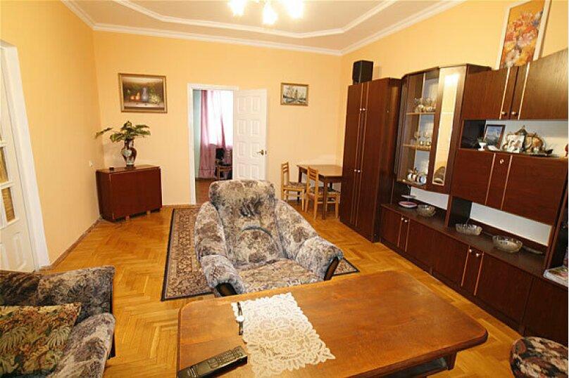 Большая комната на 2-3 человека с удобствами на этаже, Аэродромная улица, 18, Геленджик - Фотография 1