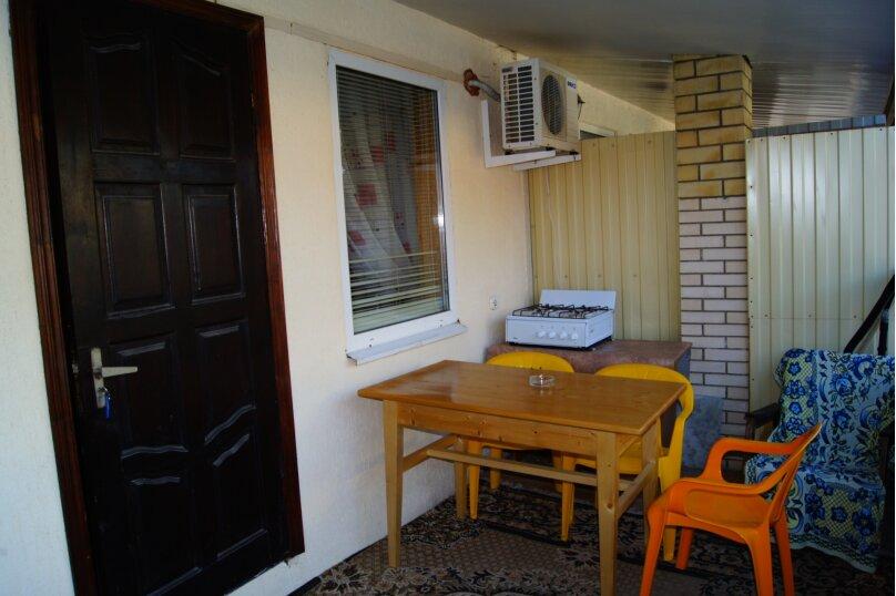 """Гостевой дом """"Веста"""", Азовская улица, 11 на 4 комнаты - Фотография 1"""