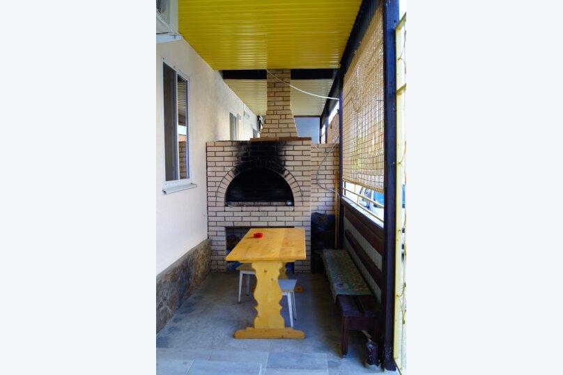 """Гостевой дом """"Веста"""", Азовская улица, 11 на 4 комнаты - Фотография 2"""