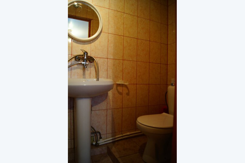 """Гостевой дом """"Веста"""", Азовская улица, 11 на 4 комнаты - Фотография 6"""