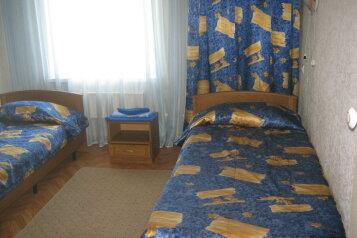 Полулюкс двукомнатный двуместный:  Номер, Полулюкс, 2-местный, 2-комнатный, Гостиница, улица Тухачевского на 82 номера - Фотография 4