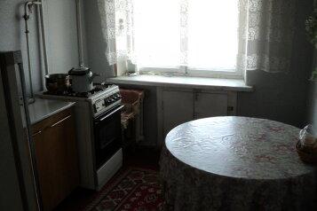2-комн. квартира, 57 кв.м. на 4 человека, улица Рокоссовского, 54, Центральный район, Волгоград - Фотография 1