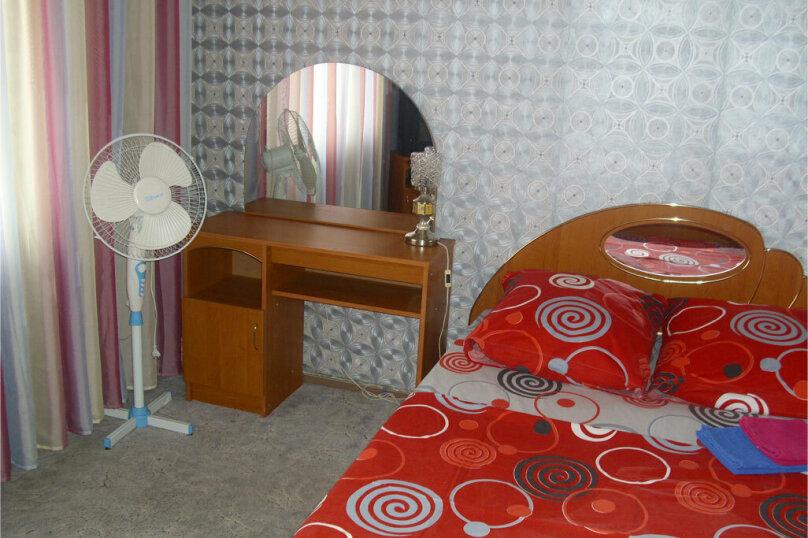 2-комн. квартира, 55 кв.м. на 4 человека, улица Куйбышева, 136, Омск - Фотография 2