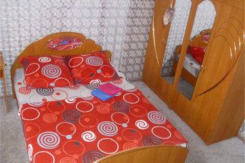 2-комн. квартира, 55 кв.м. на 4 человека, улица Куйбышева, 136, Омск - Фотография 1