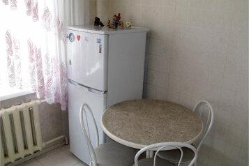 2-комн. квартира, 55 кв.м. на 4 человека, улица Куйбышева, 136, Омск - Фотография 3