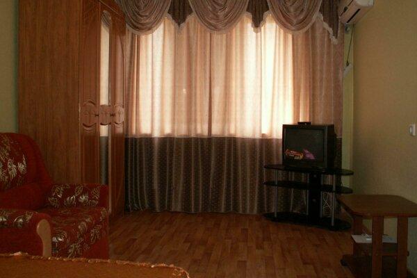 1-комн. квартира, 36 кв.м. на 3 человека, улица Есенина, 14, Восточный округ, Белгород - Фотография 1