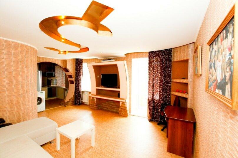 1-комн. квартира, 38 кв.м. на 1 человек, улица Горького, 44, Красноярск - Фотография 1