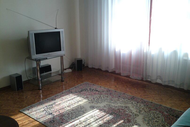 2-комн. квартира, 54 кв.м. на 2 человека, Взлётная улица, 2, Красноярск - Фотография 1