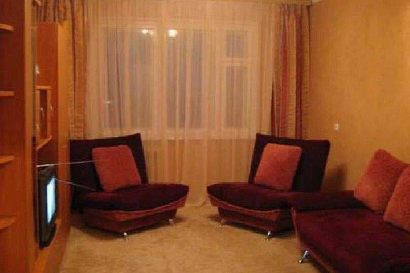 1-комн. квартира, 33 кв.м. на 3 человека, улица Мельникайте, 100, Тюмень - Фотография 1