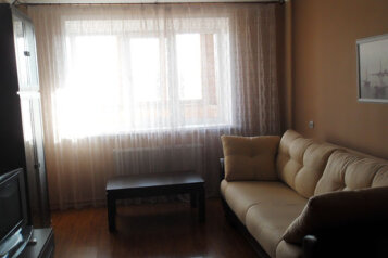 3-комн. квартира, 83 кв.м. на 6 человек, улица Чехова, Октябрьский округ, Калуга - Фотография 1