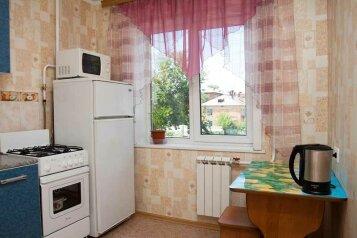 2-комн. квартира на 4 человека, улица 50 лет Октября, 21, Кемерово - Фотография 4