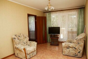 2-комн. квартира, 45 кв.м. на 4 человека, улица 50 лет Октября, Центральный район, Кемерово - Фотография 1