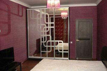 2-комн. квартира, 60 кв.м. на 4 человека, улица Орджоникидзе, 84, Ессентуки - Фотография 1
