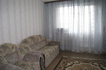 2-комн. квартира, 48 кв.м. на 6 человек, улица 60 лет Октября, 4, Нижневартовск - Фотография 1