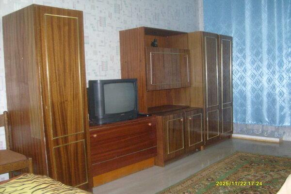 2-комн. квартира, 45 кв.м. на 6 человек, Школьная, 48, Железногорск - Фотография 1