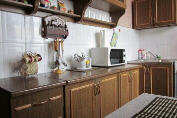 2-комн. квартира, 70 кв.м. на 6 человек, набережная Космонавтов, Волжский район, Саратов - Фотография 2