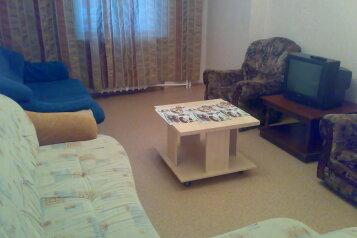 3-комн. квартира, 76 кв.м. на 8 человек, улица Николая Островского, 30, Центральный район, Кемерово - Фотография 1