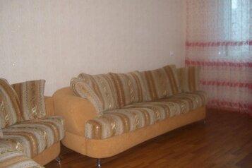 2-комн. квартира, 56 кв.м. на 5 человек, проспект Мира, 4, Набережные Челны - Фотография 1