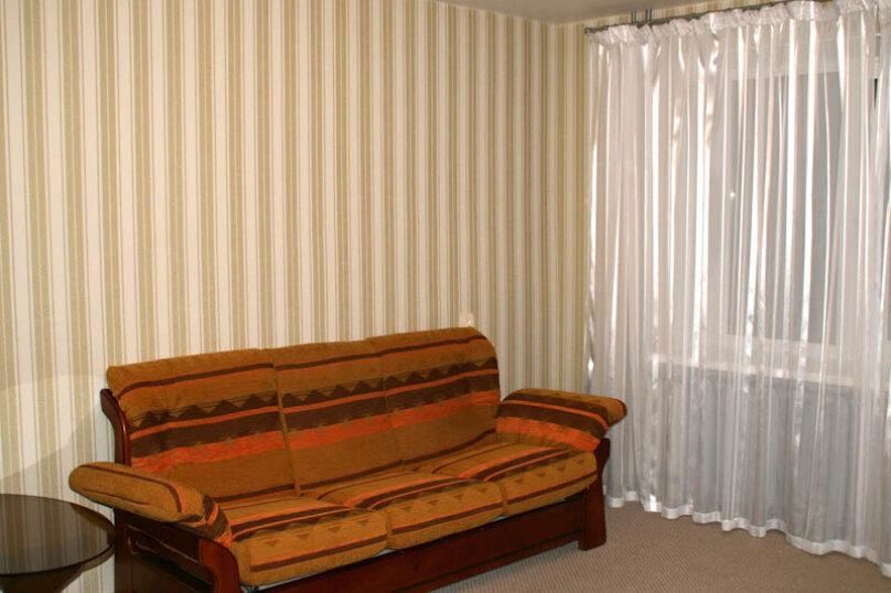2-комн. квартира, 60 кв.м. на 4 человека, улица Чайковского, 62, Екатеринбург - Фотография 3