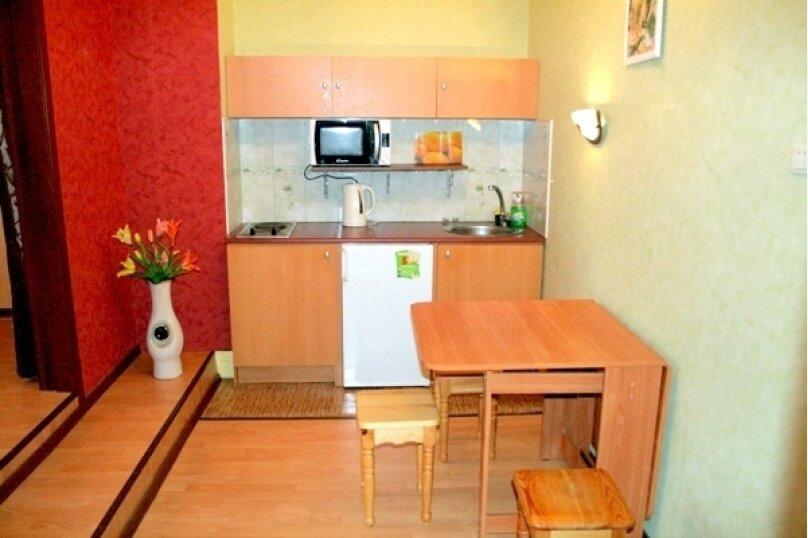 2-комн. квартира на 6 человек, улица Чайковского, 10, Екатеринбург - Фотография 4