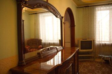 2-комн. квартира на 4 человека, улица Ушинского, 1, Новокузнецк - Фотография 4