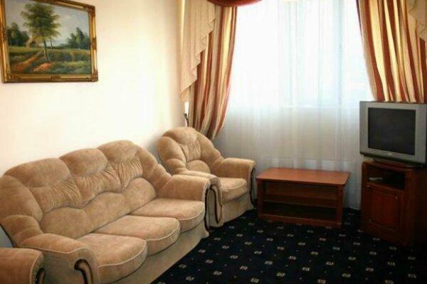 3-комн. квартира, 65 кв.м. на 10 человек, Циолковского, 48, Дзержинск - Фотография 1