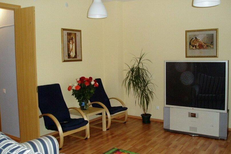 2-комн. квартира, 80 кв.м. на 4 человека, улица 8 Марта, 194, Екатеринбург - Фотография 2