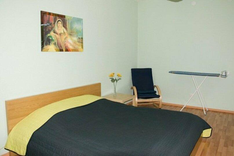 2-комн. квартира, 80 кв.м. на 4 человека, улица 8 Марта, 194, Екатеринбург - Фотография 10