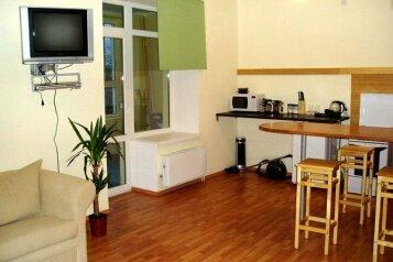 1-комн. квартира, 50 кв.м. на 4 человека, улица 8 Марта, 194, Чкаловский район, Екатеринбург - Фотография 1