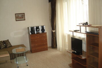 1-комн. квартира, 40 кв.м. на 4 человека, улица Серова, 25, Ленинский район, Екатеринбург - Фотография 1
