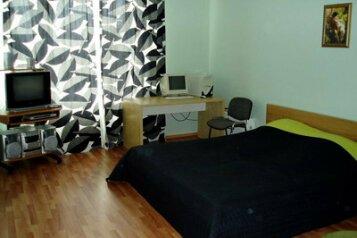 2-комн. квартира, 80 кв.м. на 4 человека, улица 8 Марта, 194, Чкаловский район, Екатеринбург - Фотография 1