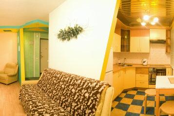 2-комн. квартира на 4 человека, улица Труда, 56, Киров - Фотография 1