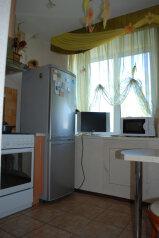 2-комн. квартира, 56 кв.м. на 2 человека, улица Свердлова, 65, Березники - Фотография 2