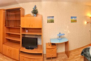 1-комн. квартира, 35 кв.м. на 2 человека, улица Чапаева, 11, Киров - Фотография 1
