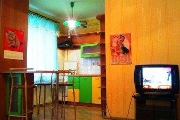 2-комн. квартира, 52 кв.м. на 5 человек, Комсомольский проспект, 36, Ленинский район, Пермь - Фотография 1