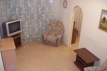 2-комн. квартира, 55 кв.м. на 4 человека, улица Сурикова, 35, Красноярск - Фотография 2