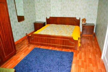 2-комн. квартира, 52 кв.м. на 5 человек, улица Шейнкмана, Площадь 1905 года, Екатеринбург - Фотография 1