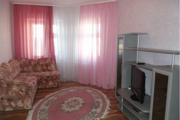 2-комн. квартира, 55 кв.м. на 4 человека, улица Нефтяников, 37, Нижневартовск - Фотография 1