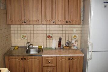 2-комн. квартира, 64 кв.м. на 4 человека, проезд Казарновского, 5, Центральный район, Новокузнецк - Фотография 2