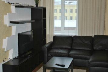 2-комн. квартира, 63 кв.м. на 4 человека, проспект Ленина, 80, Октябрьский район, Мурманск - Фотография 1