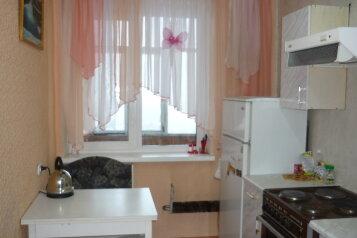2-комн. квартира на 5 человек, проспект Фрунзе, 130, Советский район, Томск - Фотография 2
