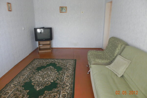 2-комн. квартира на 4 человека, улица Гагарина, 25, Чайковский - Фотография 1