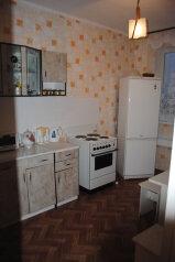 2-комн. квартира на 6 человек, Студенческая улица, 7, Советский район, Астрахань - Фотография 1